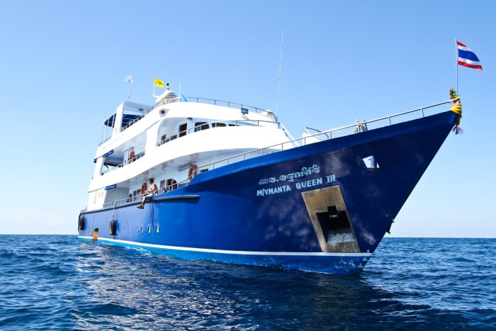 liveaboards_mantaqueen3similanislands.jpg