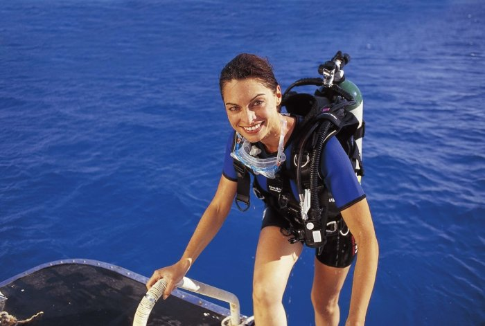 subaqua_womeninscuba.jpg